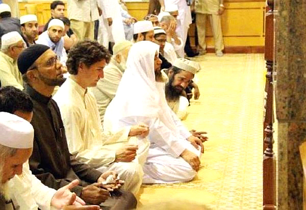 Prime Minister Justin Trudeau praying in mosque